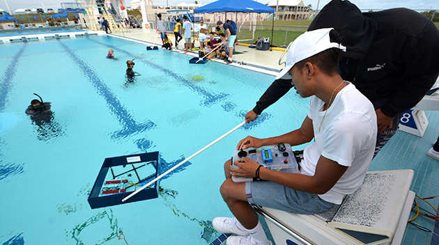 <p> 	A team competing at the MARINE ROV piloting challenge.</p>