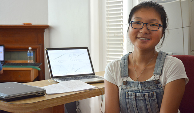 <p> 	CABIOS intern Elaine Lu working in the Risk Prediction Initiative at BIOS.</p>