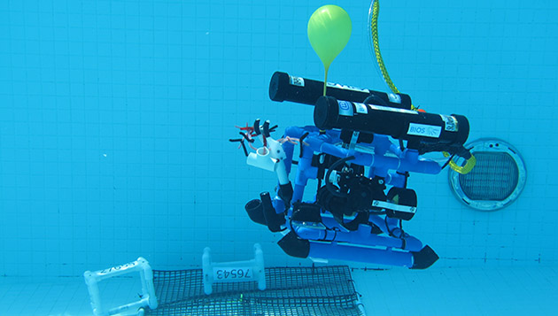 <p> 	An innovative team uses a balloon for boyancy of the their ROV.</p>