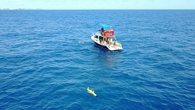 <p> 	The Modern Observational Oceanography students on hand for a glider deployment.</p>