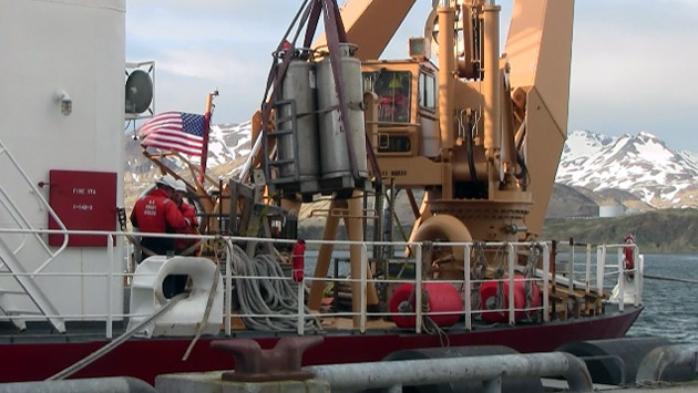 <p> 	Liquid nitrogen tanks being loaded aboard the USCGS Healy.</p>