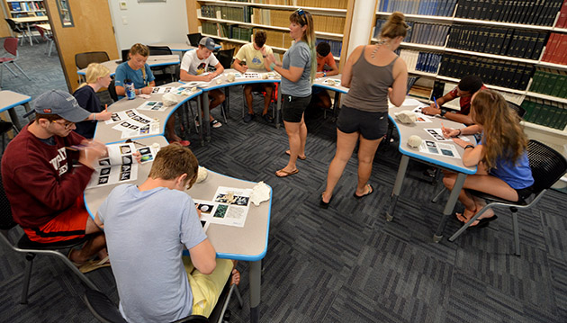 <p> Students participate in a coral ID lab, field trips, a plankton tow, lab-based nudibranch feeding study, diving, and learn about Bermuda's fish communities.</p>