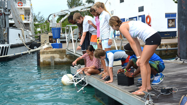 <p> 	Students have a go at designing ROVs and testing them at the BIOS dock.</p>