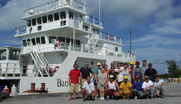 <p> 	CARIACO cruise group picture.</p>